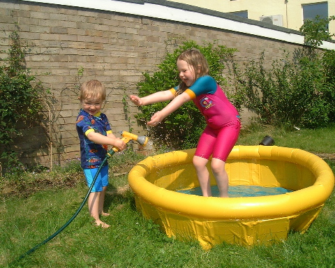 Marianne and Jonathan in the paddling pool